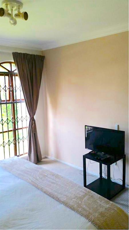 Property For Sale in Craighall, Johannesburg 14
